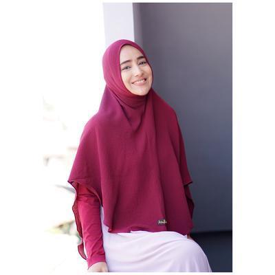 Biar Nggak Monoton, Ini Dia Warna Hijab Syar'i yang Wajib Banget Moms Punya!