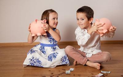 Moms, Ini 5 Cara Seru Mendidik Anak tentang Keuangan