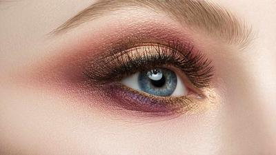 Tips Makeup Mata Agar Terlihat 10 Tahun Lebih Muda, Yuk Terapkan Moms!