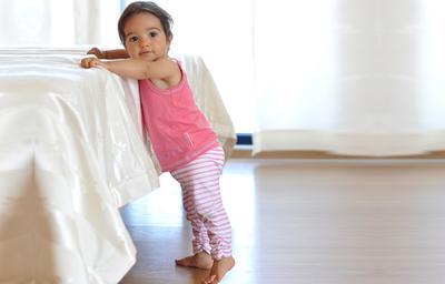 Perkembangan Bayi Usia 10-12 Bulan
