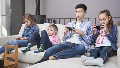 Moms, Ini Cara Mengatasi Sibling Rivalry, Cemburu Pada Kakak Adik