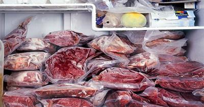Perhatikan suhu pada lemari es penyimpanan daging.
