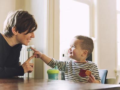 Moms Wajib Tahu, Ini Tahap Perkembangan Kemampuan Bicara Bayi Berdasarkan Usianya