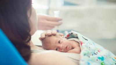 3. Membantu Bayi Menyusu