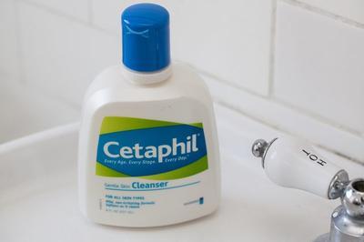 3. Cuci Muka dengan Cleanser Favorite Kamu