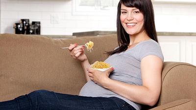Ibu Hamil Makan Mie Instan, Boleh atau Tidak, Sih?