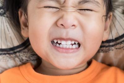 Moms, Begini Tips Memilih Cemilan yang Tidak Merusak Gigi Anak