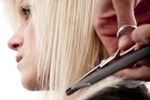 3. Memotong Rambut Secara Teratur