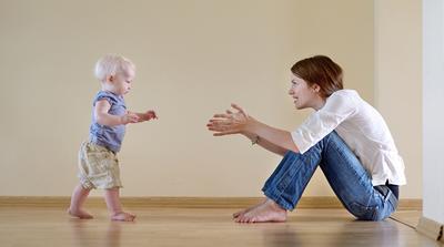 Moms, Nih Tips Melatih Anak agar Cepat Lancar Belajar Berjalan!