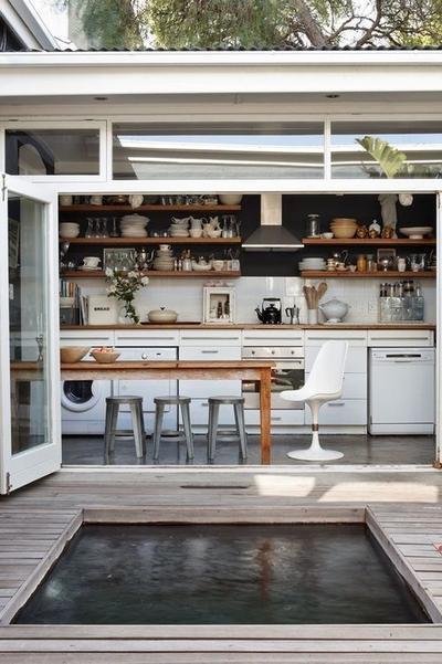 Yuk, Coba Terapkan Inspirasi Dapur Semi-Outdoor Ini untuk Sirkulasi Dapur yang Lancar