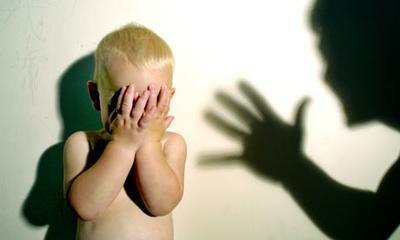 Stop, Moms! Ini Dampak Negatif Jika Menakut-nakuti Anak