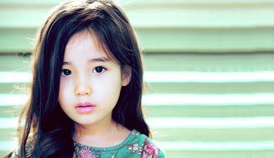 Menggemaskan, 4 Gadis Cilik Ini Masuk dalam Deretan Anak Tercantik di Dunia