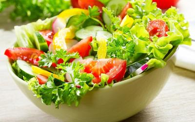 4 Tips Makan Malam Sehat dan Kenyang yang Perlu Diterapkan
