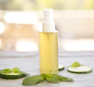 Tampil Fresh Setiap Saat dengan DIY Setting Spray Buatan Rumah, Gampang!