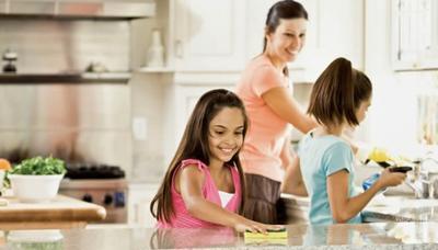 Mendidik Anak dengan Pekerjaan atau Tugas Rumah? Penting Banget Moms!