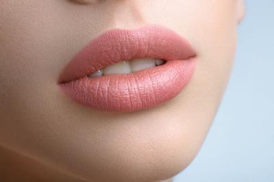 Ingin Mencerahkan Bibir Hitam dan Membuatnya Merona? Ini Dia Rekomendasi Produknya