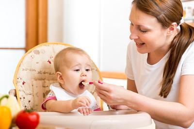 Cara Menyajikan Makanan Bayi 8 Bulan yang Sehat