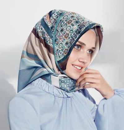 Masukkan Jilbab ke Dalam Kerah Baju