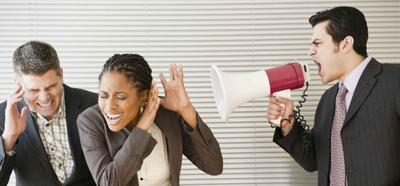Punya Teman Kantor yang Bossy? Sikapi dengan 4 Cara Ini!