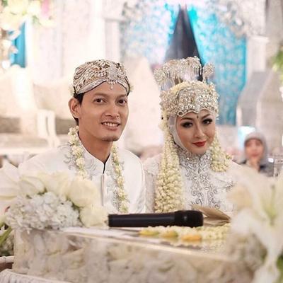Nggak Nyangka, Ternyata Para Artis Indonesia Ini Menikah Tanpa Pakai Pacaran, Lho!