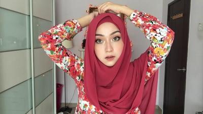 Jangan Salah Pilih, Inilah 5 Warna Hijab yang Cocok dengan Busana Merah!