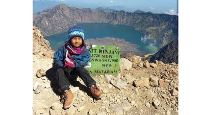 "Mengenal Devania ""Caca"", Bocah Perempuan Cilik Pendaki 10 Gunung di Indonesia"