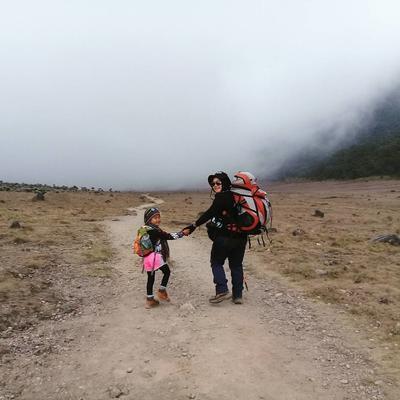 Mendaki Gunung Berkat Dukungan Ayah dan Ibu