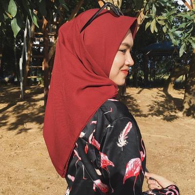 Hijab Biru Tua dan Maroon