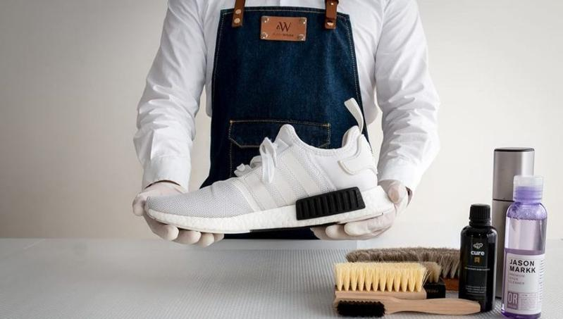 Life Hacks! Cara Membersihkan Sepatu dengan Bahan Rumah! Hasilnya ... 9078727989