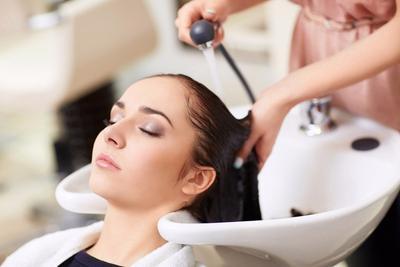 Apa Kelebihan Shampoo Metal untuk Rambut, Moms Pernah Dengar? Temukan Jawabannya di Sini Yuk!