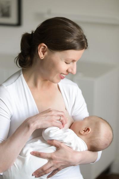 Manfaat Menyusui Pada Malam Hari Bagi Ibu dan Bayi