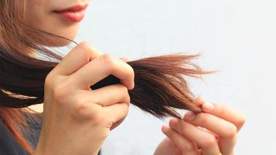 Lelah dengan Rambut Bercabang? Inilah Tips Mengatasi Rambut Bercabang yang Wajib Diterapkan, Moms!