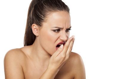 Punya Masalah Bau Mulut? Waspadai Gejala Radang Lambung Penyebab Halitosis
