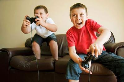Sering Membiarkan Anak Main Games Hingga Berjam-jam? Ini Dampak Buruk yang Akan Terjadi!