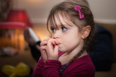 Jaga Anak Dari Infeksi Kuman Saat Bermain di Luar dengan Cara Ini!