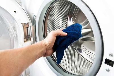 2. Selalu Bersihkan Mesin Cuci Habis Dipakai