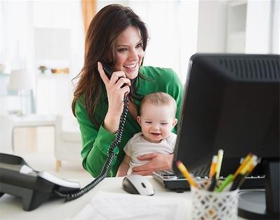 Tak Bisa Meninggalkan Anak? Ini Tips Membawa Anak ke Tempat Kerja