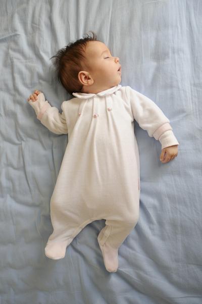 Tips Agar Bayi Bisa Tidur Lebih Lama di Malam Hari