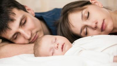 Tips Agar Tetap Nyaman Saat Berbagi Kamar Tidur dengan Bayi