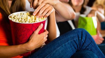 Psst, Ternyata Ini yang Menjadi Asal Mula Popcorn Menjadi Makanan Khas Bioskop Lho!