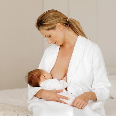 Ketahui Tanda-tanda Bahwa Posisi Menyusui Bayi Sudah Tepat