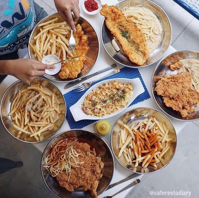 Cobain Bareng Keluarga Yuk Moms, 8 Kuliner Hits Bandung yang Nggak Boleh Dilewatkan!