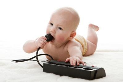 Tips Jitu Mengatasi Anak yang Suka Menggigit-gigit Benda
