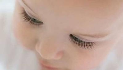 Menggunting Bulu Mata Bayi Bisa Membuat Jadi Lentik Ternyata Mitos, Lho!