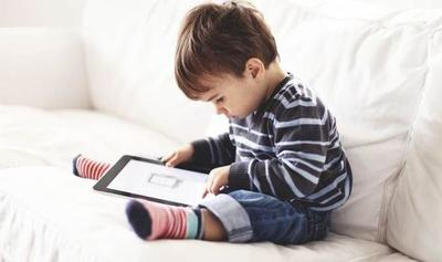 Mengenal Bahaya Sindrom Text Neck, Akibat Anak Terlalu Sering Main Gadget