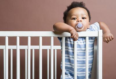 2. Mencegah Bayi Terjatuh