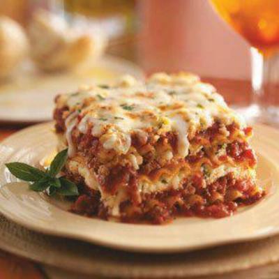 2. Lasagna (323 kalori/porsi)