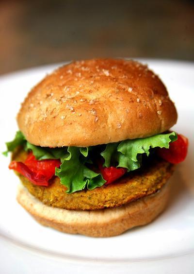 4. Burger (356 kalori/porsi)