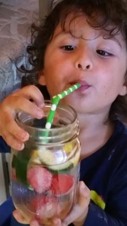 Bolehkah Anak Mengonsumsi Infused Water?