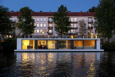 Inovatif, Water Villa dengan Konsep Rumah Apung Ala Belanda Ini Keren Banget!